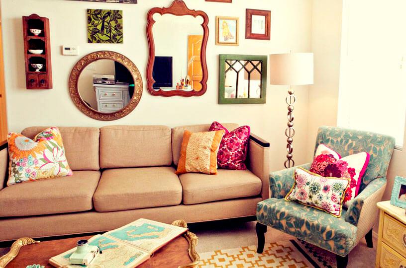 Escolha uma das paredes da sala de estar e use toda a criatividade para criar o que sua imaginação mandar