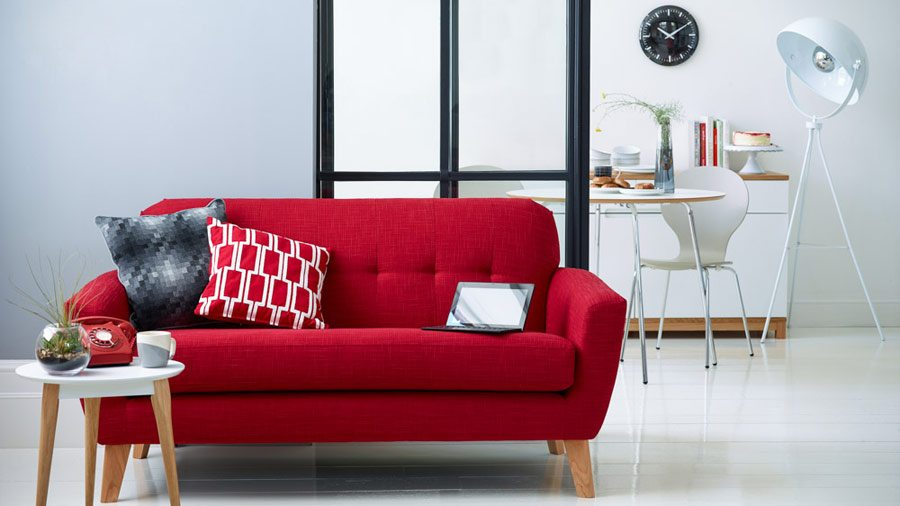 Mesa de centro e sofá em pés palito: diferentes peças combinadas entre si