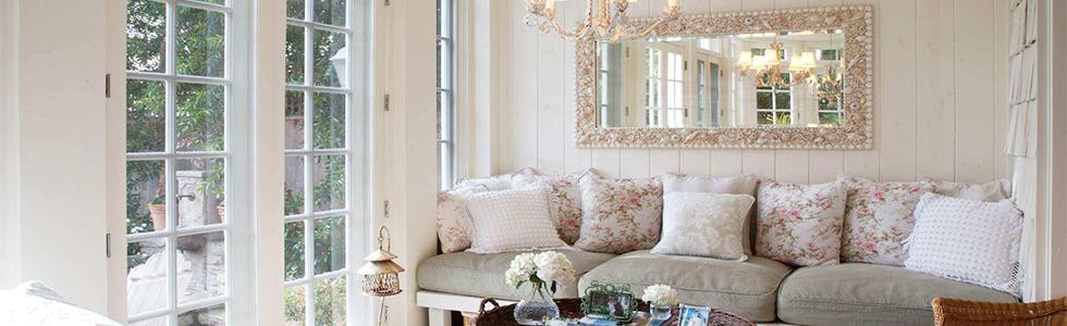 Espelhos decorativos podem ser usados de diversas formas, seja acompanhado de outras peças ou sozinho