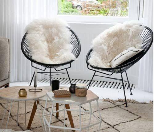 Cadeiras podem servir para ocupar o lugar de uma poltrona decorativa ou ainda serem utilizadas em conjunto com as poltronas