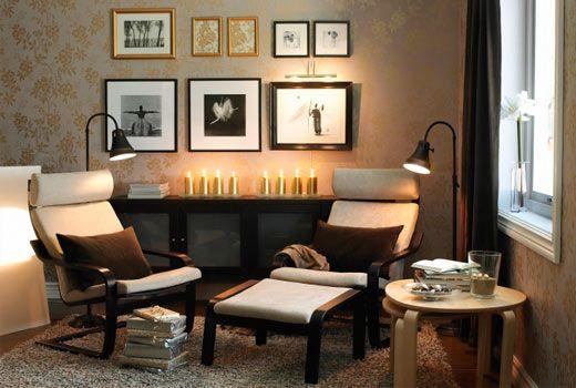 Decoração em estilo clássico e com luminárias de coluna complementam o ambiente